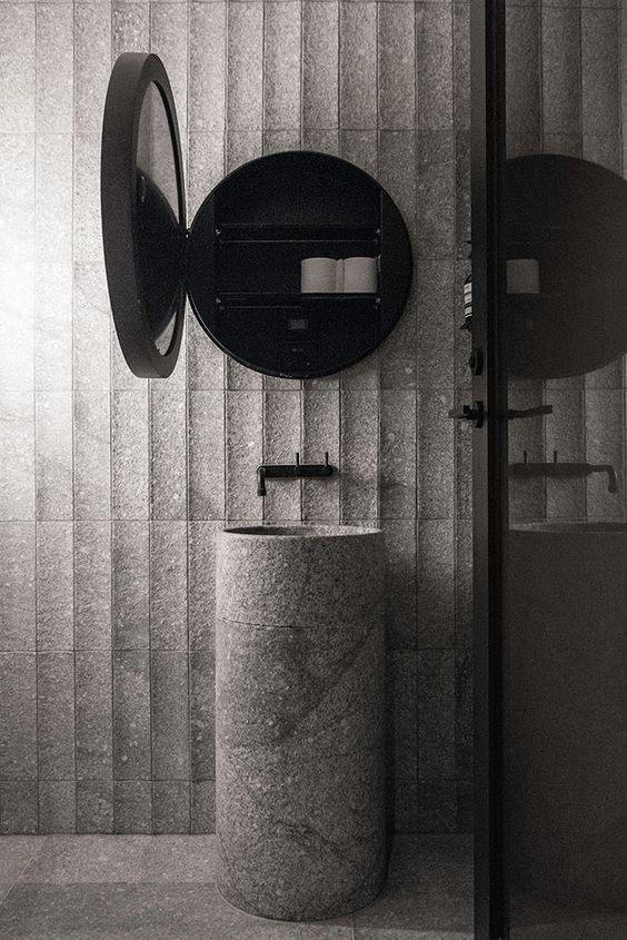 interieur-interior-badkamer-bathroom-wastafel natuursteen-washstand natural stone-black mirrorcabinet-zwarte spiegelkast-wand natuursteen-wall natural stone