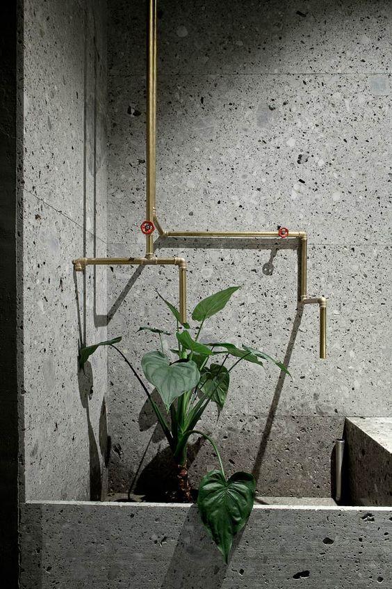 interieur-interior-bathroom-badkamer-plants-natuursteen-natural stone-wastafel-kraanwerk goud-tabs gold-sink
