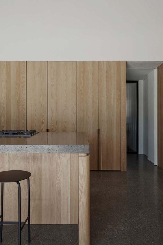 interieur-interior-house-woning-keuken-kitchen-lichte eik-oak-concrete-beton-gepolierde beton-werkblad beton-worktop concrete-ronde vormen-round shapes