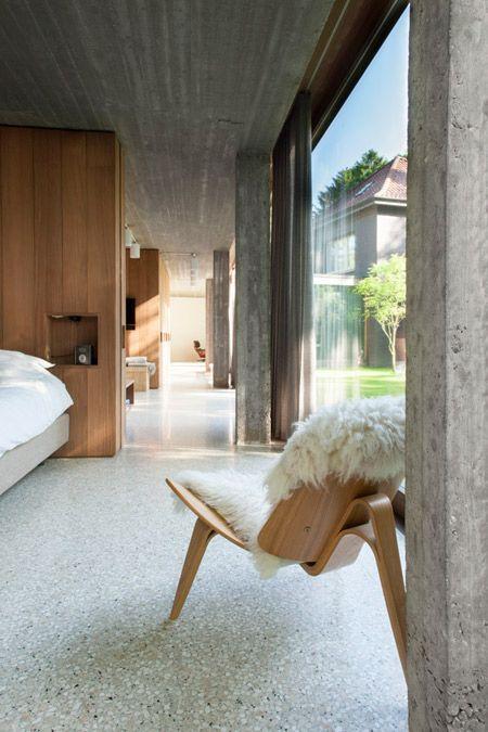 interieur-interior-villa-concrete-beton-geslepen beton-terrazo-plafond latjesbeton-concrete ceiling-houten ramen-wooden joinery-houten schrijnwerk-wooden joinery