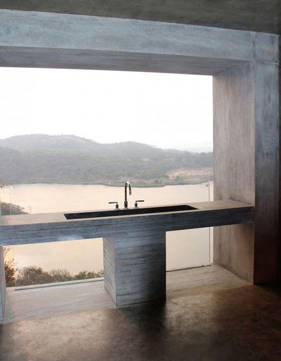 interior-interieur-badkamer-bathroom-view-uitzicht-concrete-beton-latjesbeton-wastafel beton-vloer beton-gepolierde beton