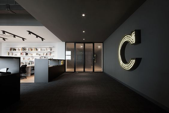 office-kantoor-retail-lobby-black-zwart-logo