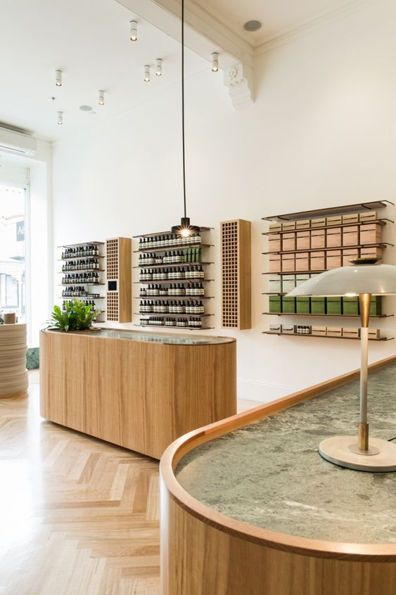 shop-winkel-retail-round shapes-wood-visgraatparket-green marble-groene marmer